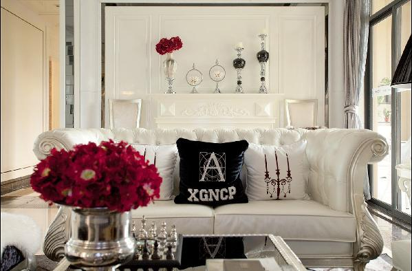客厅的背景墙,简单的摆件,突出了主人对生活的追求和态度
