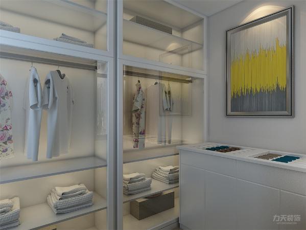 衣帽间采用透明衣柜的方式凸显了衣帽间的特点