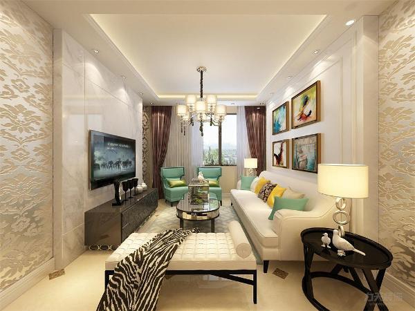 方正的客厅,整洁明亮,与餐厅通铺800*800的大地砖,与餐厅为一整体,顶面用回字来划分区域。