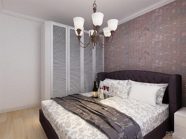 主卧室床头背景墙也采用复古砖文化墙壁纸的形式,搭配温馨的床,使整个卧室既有工业感又有舒适感,主次分明。由于卧室空间不足,所以放置一个床头柜,且衣柜为百叶的推拉门,以减少占用的空间。