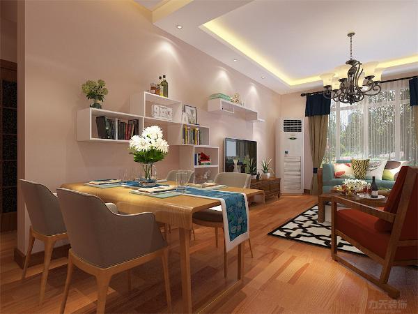 餐区墙面用木板做书架造型,既美观又使用,使墙面不显得单调
