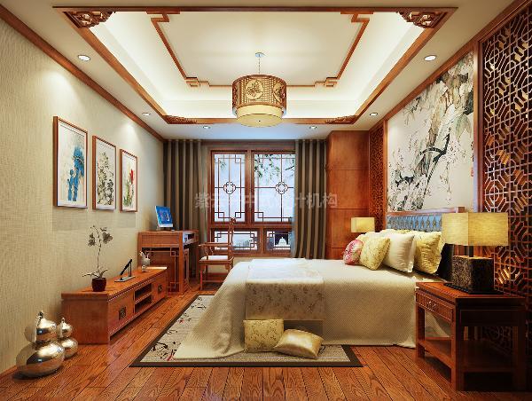 """次卧首先是那副素雅清幽的""""家和富贵图"""",素色木兰,纯洁圣美,既饱含对孩子的人格期许,又寄托对家庭和美的无限祝福。而整个屋子的地板以及家具与其他房间一致都是温暖的海棠木色,空间利用紧凑而不局促。"""