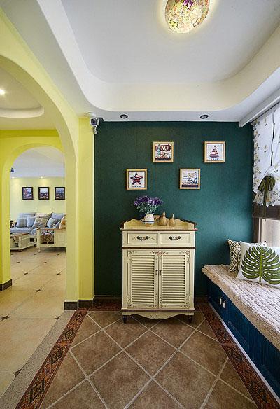 玄关图片来自家装大管家在一眼惊喜 100平地中海温馨3居室的分享