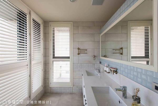 特别设计双洗手台,以满足屋主机能需求,壁面采水蓝与白色磁砖铺陈,打造清爽、明亮的卫浴空间。