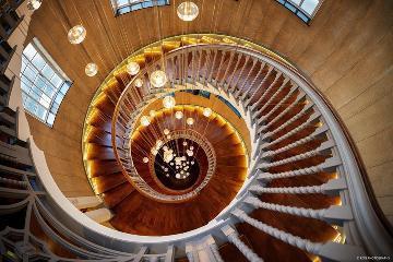 疯狂的旋转楼梯