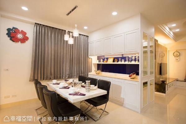 以双面柜形式设计,在玄关端景柜后方规划餐边柜,侧边镶贴切割造型镜面,揭示场域机能之转换。