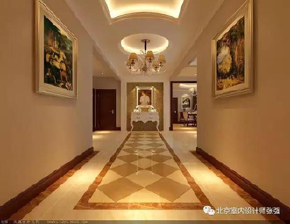 一层一进门,映入眼帘的是门厅背景墙,门厅柜,装饰画装饰得体,地面波打线勾勒方形菱形拼花,顶面圆形吊顶,天圆地方,圆方互容,儒道互补,寓意圆满,美好。