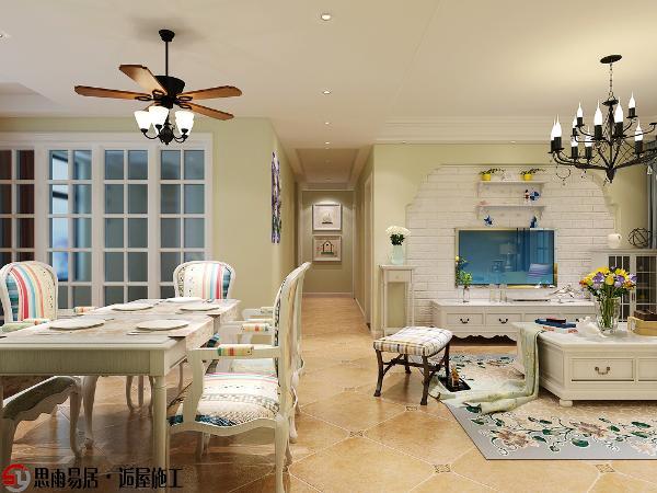 客餐厅南北通透,吊顶和墙面装饰画将客厅与餐厅来进行分区,白色餐桌和彩色条纹椅在吊扇灯的照耀下更加温馨和谐。