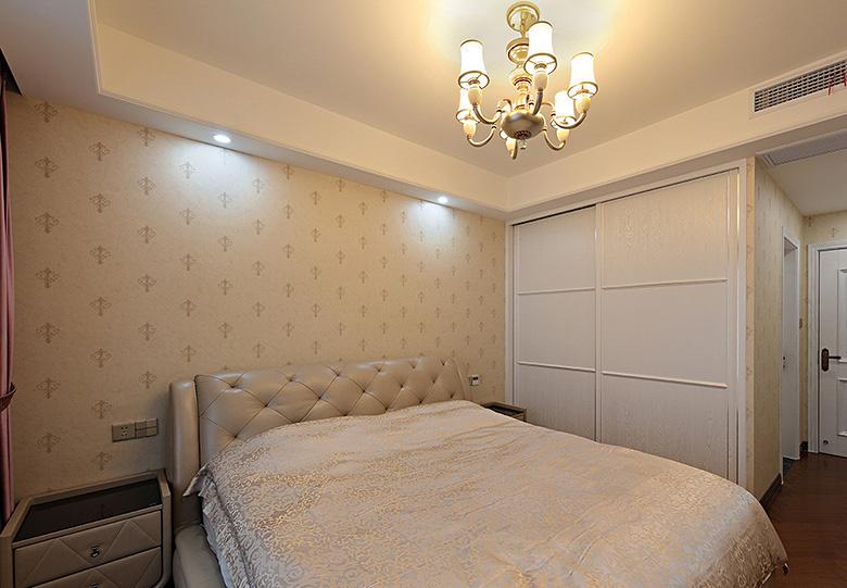卧室图片来自家装大管家在轻松自在 125平简约美式混搭3居的分享
