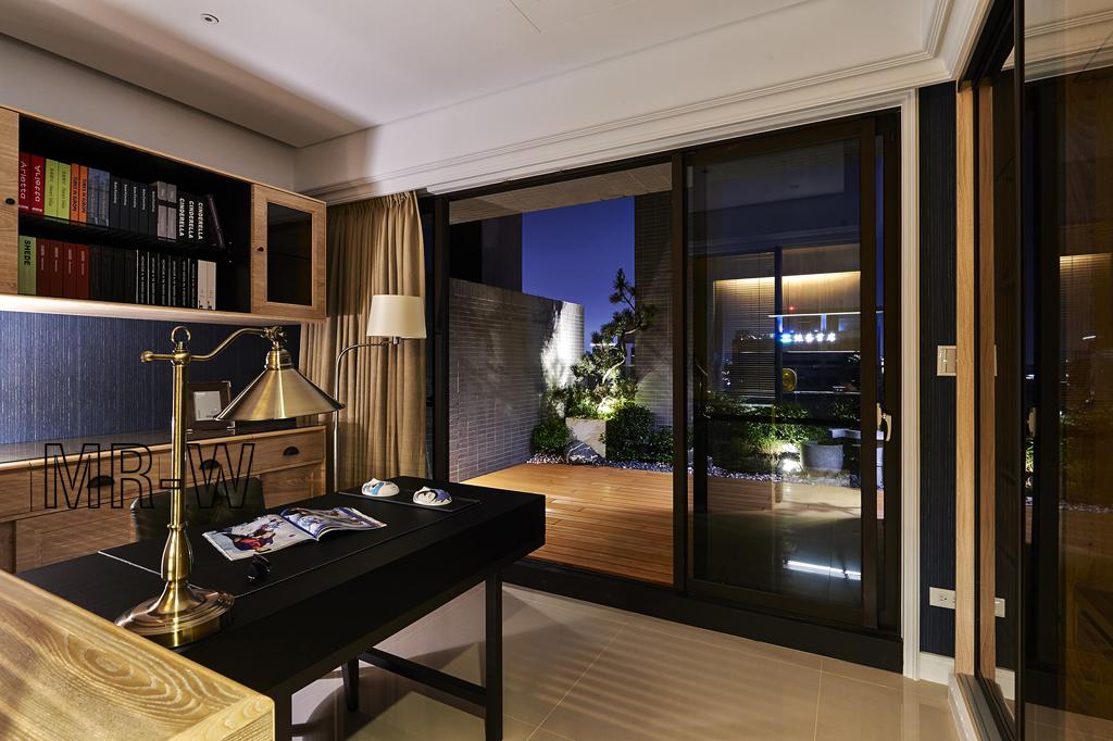 客厅图片来自翼森设计在港式美居的分享