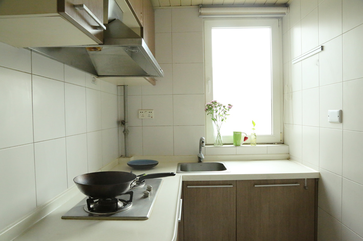 简约 客厅 卧室 收纳 旧房改造 80后 小资图片来自iHome短住公寓在清新原木风的分享
