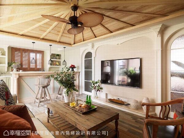 拥有独层空间的主卧房楼层,前方规划为起居室使用,屋主可在此享受不受打扰的放松小憩。