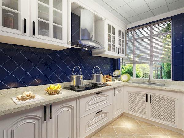 厨房地面采用棕色复古砖,斜铺的方式,好打理,墙面采用蓝色小格子砖,也是斜铺的方式,颜色比较单一,简单好看。白色的橱柜和台面简单干净,给主人带来不一样的烹饪体验。