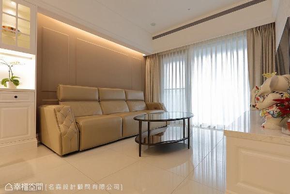 纯粹的美式风格无须过度装饰,仅透过简约的线板、清爽的色调,就能营造舒适自在的居家氛围。
