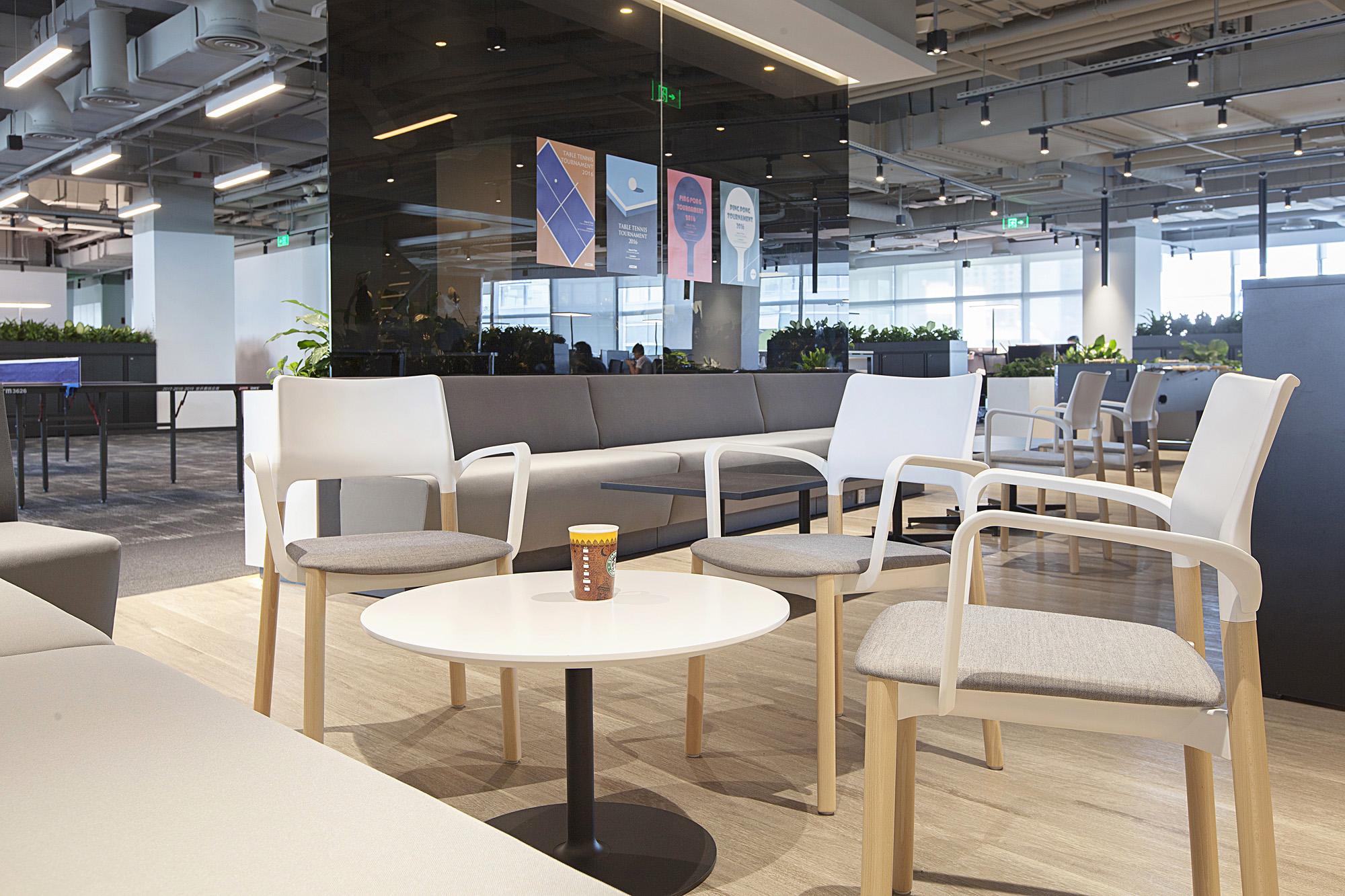 办公 家具 公装图片来自玛祖铭立Matsu在AECOM上海办公空间的分享