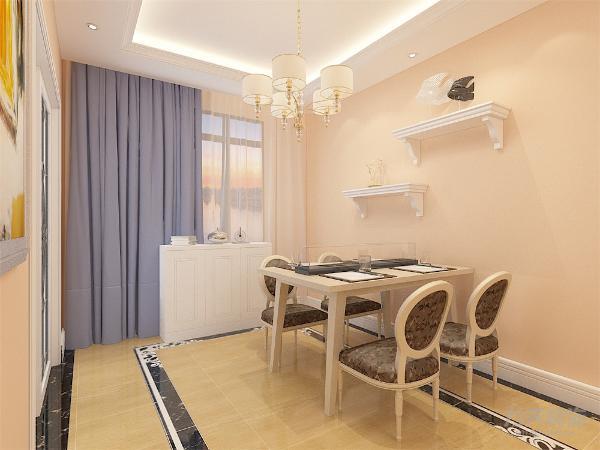 餐桌为浅黄色,餐椅为欧式浅黄与花色相间,相互呼应。花色即点缀了整个空间的颜色又给人以舒适温馨的感觉。餐桌依靠的墙体悬挂装饰台,色调也与整体一致。