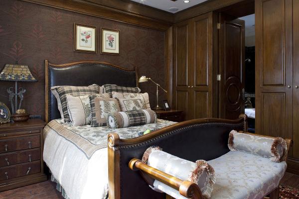 美式家具一般采用胡桃木和枫木,为了突出木质本身的特点,它纹理本身成为一种装饰。