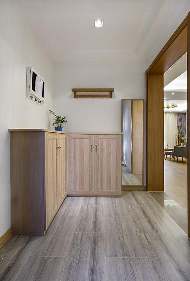 玄关图片来自家装大管家在无印良品风格 88平原木雅致3居的分享