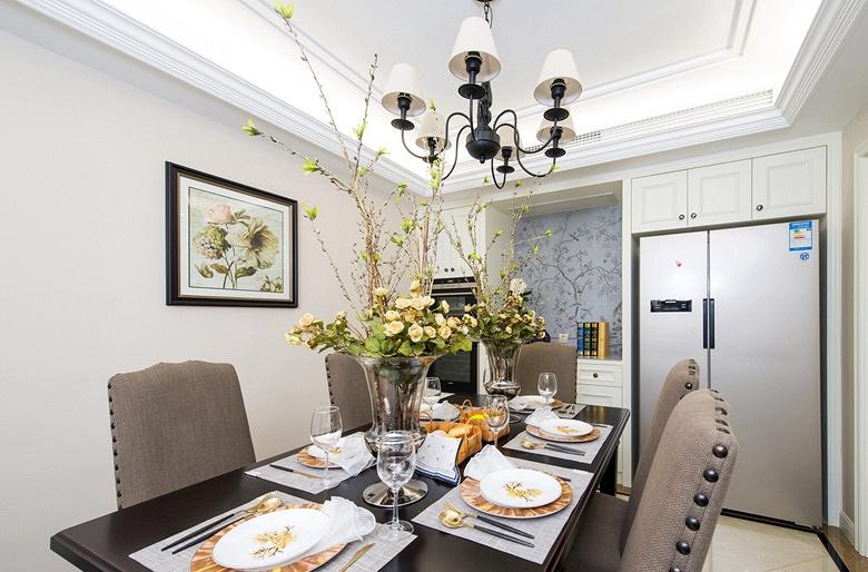 餐厅图片来自家装大管家在淡雅色系 135平简约大气时尚3居的分享