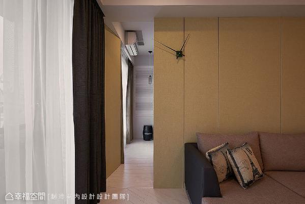 使用不同裁切尺寸的壁纸,带来切割造型增加变化性,结合隐藏门手法,淡化主卧入口动线。