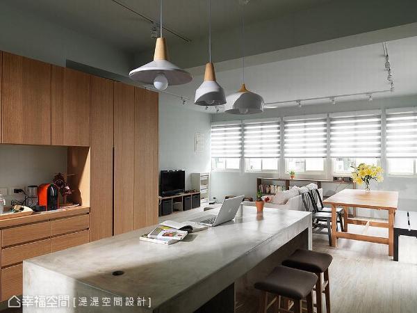 中岛吧台采用水泥材质,带出自然朴质的休闲气息,同时兼顾好清洁的便利性。