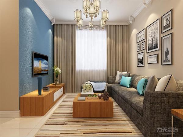 客厅的沙发现代布艺的材质,高端大气。电视墙根据女主人的需要,则放置了一个现代电视柜子,方便储藏东西,又丰富客厅需要