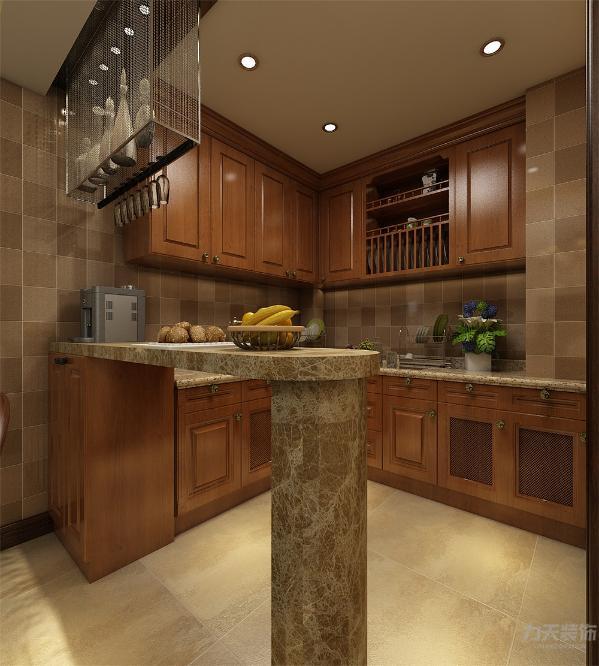 餐厅在客厅旁边方便就餐和打理;客厅和餐厅的位置合理,大小空间方便,空间感加强。厕所厨房地面采用300*300的地砖。