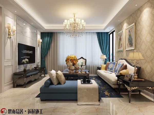 客厅以白色、淡色为主,淡黄色的花纹壁纸、白色沙发搭配丝质面料的沙发,彰显出高贵典雅的气质。
