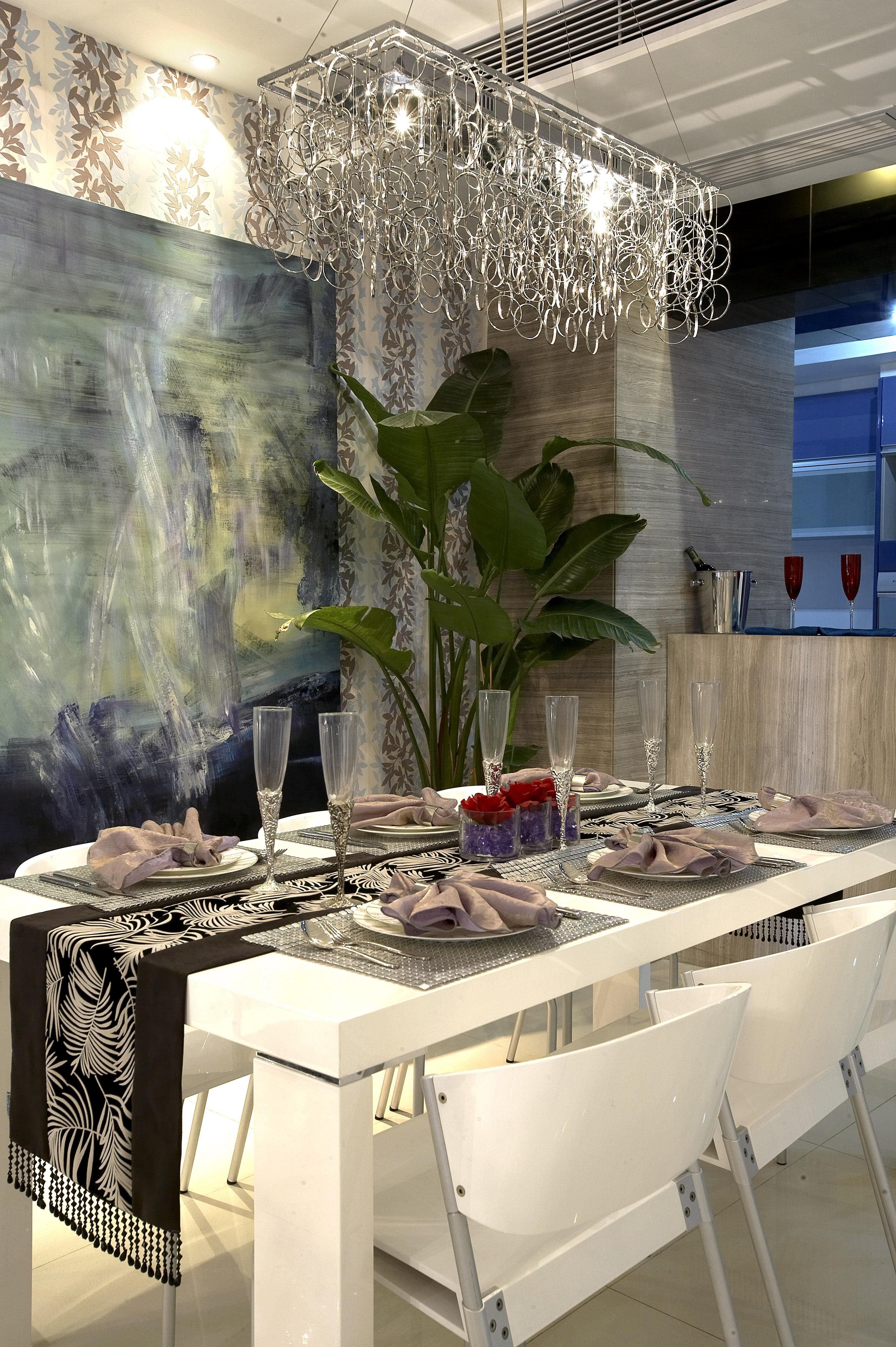 欧式 简约 三居 旧房改造 餐厅图片来自紫禁尚品国际装饰公司在凯旋城后现代简约设计的分享