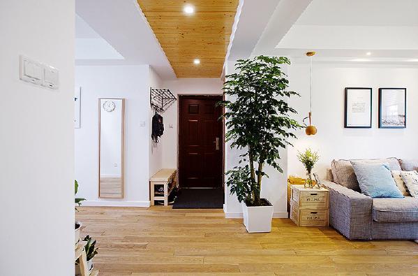 松木板吊顶和地板比较配