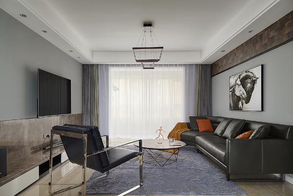 客厅以经典黑白灰为主,线条简约流畅,时尚个性吊灯十分有特色,双骏图装饰画寓意深远,将朝气和活力融入到居家生活之中。