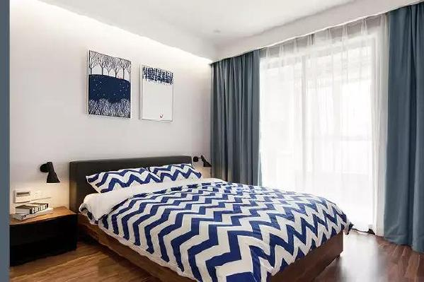 简单的卧室,没有过繁的设计,有时候休息的概念就是简单的一张床而已!