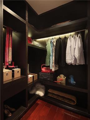 中式 四居 大户型 80后 小资 三居 衣帽间图片来自高度国际姚吉智在185平米骨子里的中式情结的分享