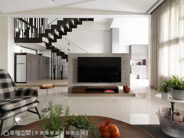 谭淑静设计师特别采用半高电视主墙,让视线与光线保有延伸性。