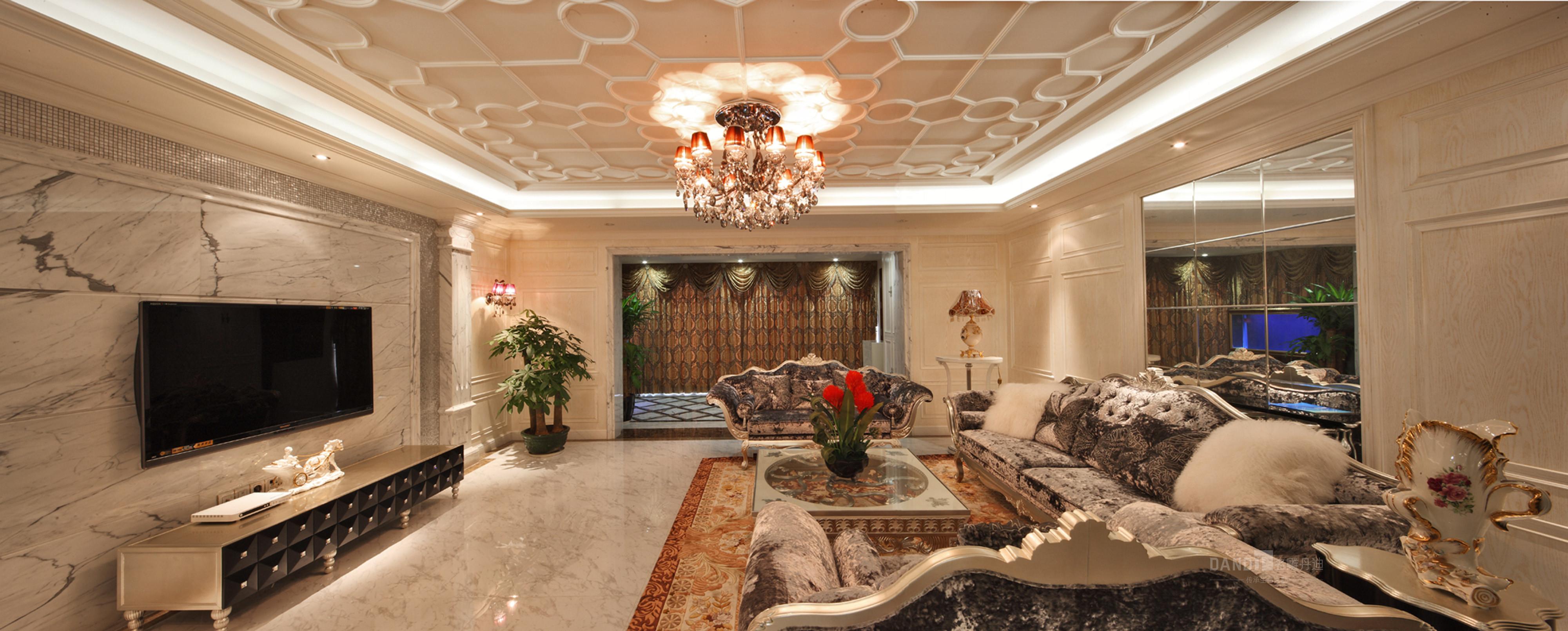 客厅图片来自名雕丹迪在纯水岸联排别墅新古典装装修的分享