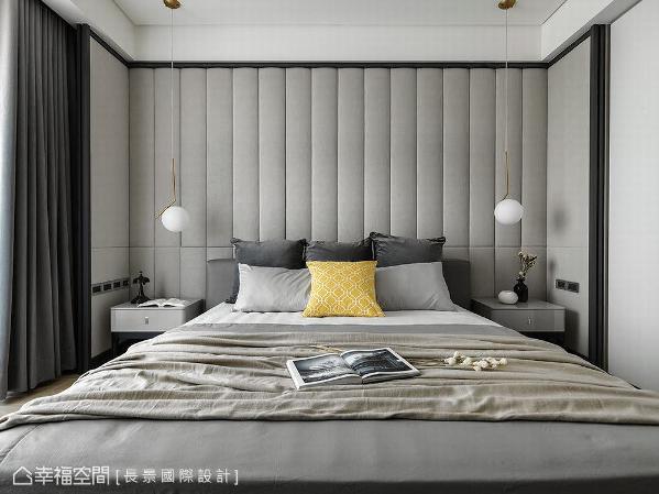 主卧空间以ㄇ字造型的绷皮墙面铺述,并透过低彩度的色调,演绎饭店般的空间主题。