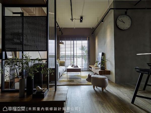 设计师谢张志升与林宗仪透过原木的质地与颜色,平衡空间布局的轻与重,谱出冷暖和谐的双重奏。