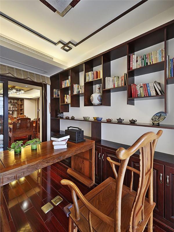 中式 新中式 三居 小资 旧房改造 收纳 书房图片来自高度国际姚吉智在149平米中式三居尽显东方古韵的分享