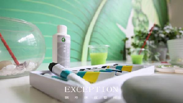 丙烯颜料溶于水,所以在需要换颜色的时候,可以直接将画笔在清水中涮洗片刻即可。