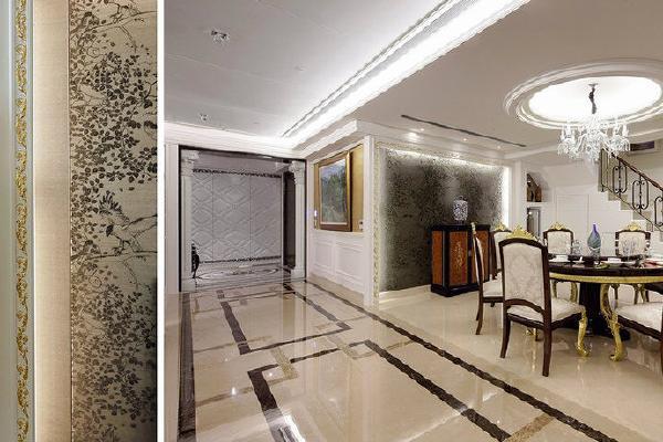 金色浮雕壁饰框构的餐厅主墙面,设计师选用花鸟图腾壁纸等中式语汇融合混搭。