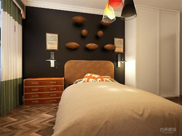 卧室同样用了简单的线条,考虑到客户要求的对篮球和橄榄球的喜欢,在床上方的装饰物就选择了可以置物的。在床的设计选择上,软装到位,简单的风格看起来更年轻,在整个卧室上看起来整洁明快。