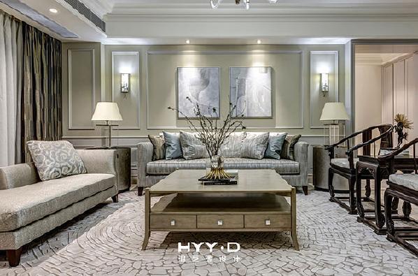 客 厅 / Living room Baker沙发的设计与制作,正像是高级成衣店对其服饰的精雕细琢,倾注其中的是Baker百年历史所成就的独到眼光与精湛工艺,搭配业主珍藏的圈椅,像西方绅士和东方儒者于一堂.