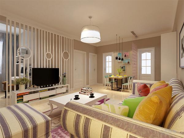 客厅选用布艺沙发,电视背景墙采用了镂空格使整体大的空间增加了层次感,镂空格延伸到阳台区域,应业主的要求将小阳台打造成书房,镂空格的延伸使得书房和客厅整个区域有了明显的划分