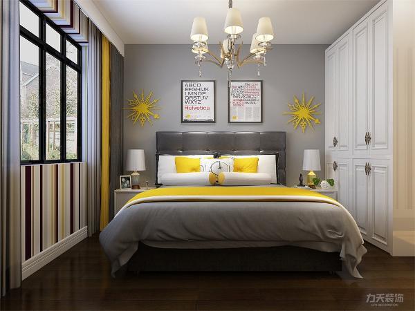 主卧的右面为客厅,地面采用800*800大理石地砖。整体设计给人整体设计给人简单大方,温馨舒适的感受。