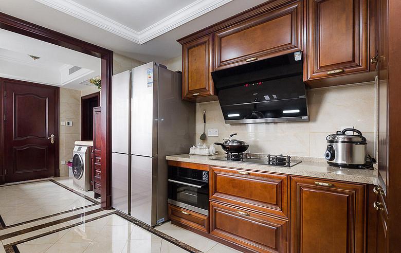 厨房图片来自家装大管家在130平欧式混搭3居 演绎舒适人居的分享