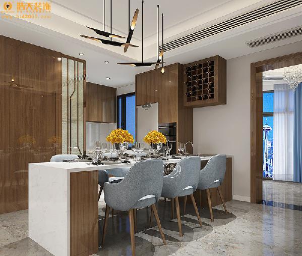开放式的餐厅和厨房设计让公共空间显得更加宽敞,个性的餐厅吊顶打破了方正的格局,成为一个亮点。