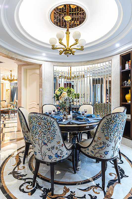 欧式 白领 收纳 80后 小资 四房 餐厅图片来自中博装饰在翡翠城176方欧式新古典的分享