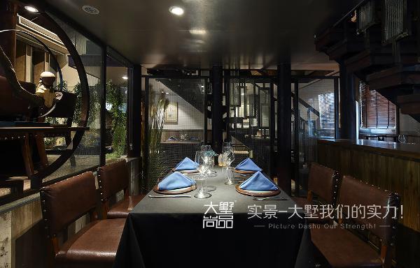 用餐区以舒适为主,它能让你安静的享受片刻的美酒佳肴。
