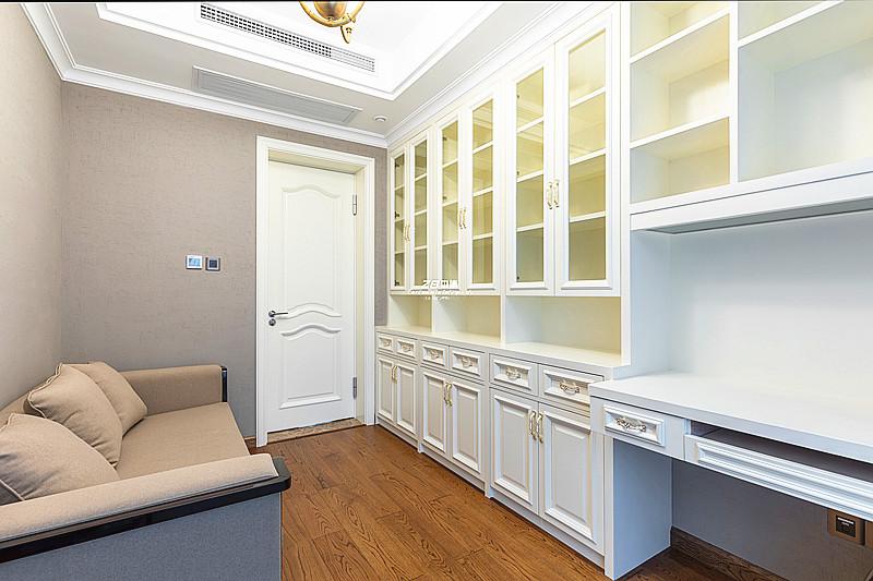 欧式 白领 收纳 80后 小资 四房 书房图片来自中博装饰在翡翠城176方欧式新古典的分享