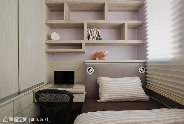 次卧采全木作手法,将床架、床头柜、书桌、衣橱合而为一,带来一体成形设计,让空间没有丝毫浪费。